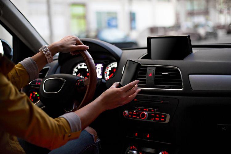 Magnetický držiak do auta do vetracích otvorov