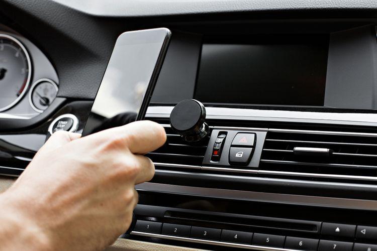 Ako vybrať držiak na mobil do auta?
