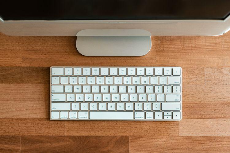 Biela bezdrôtová klávesnica