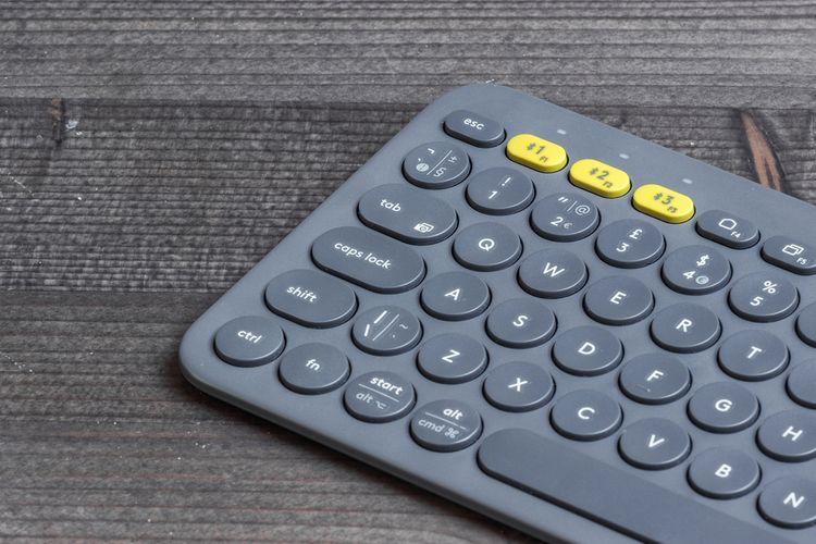 Malá slim klávesnica s okrúhlymi tlačidlami