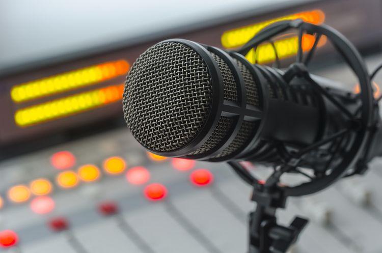 Kondenzátorový mikrofón v štúdiu