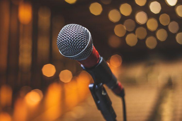 Mikrofón so stojanom