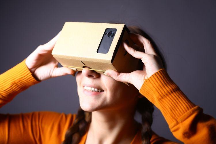Lacné VR okuliare z kartónu