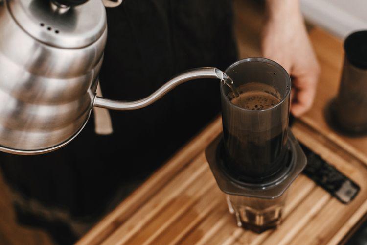 Príprava kávy v Aeropress Aerobie