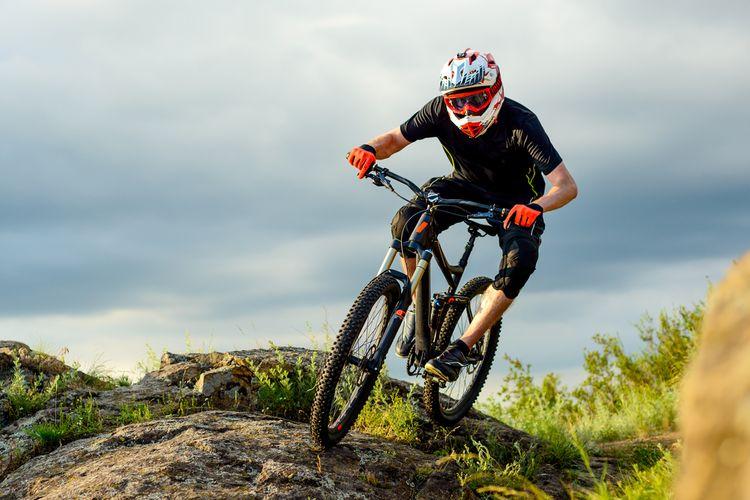 Downhill prilba na bicykel