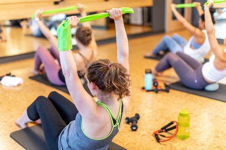 Pilates cvičenie s odporovou gumou