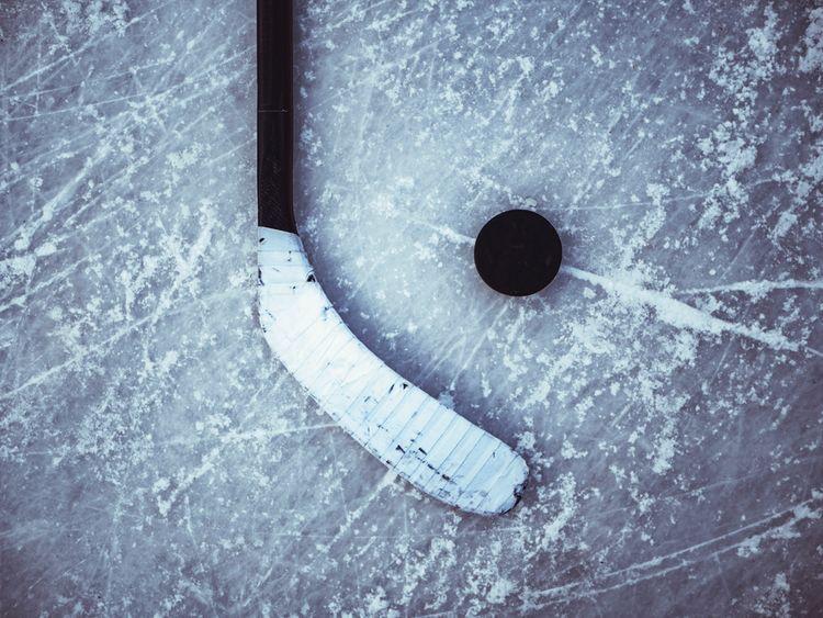 Hokejka s pukom na ľade