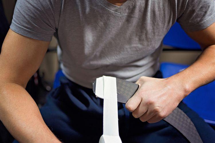 Olepovanie čepele hokejky páskou