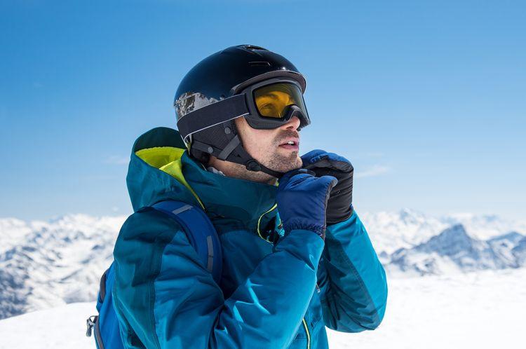 Zapínanie lyžiarskej prilby