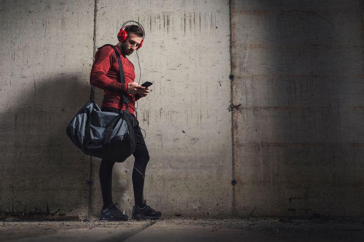 Čierna športová taška cez rameno