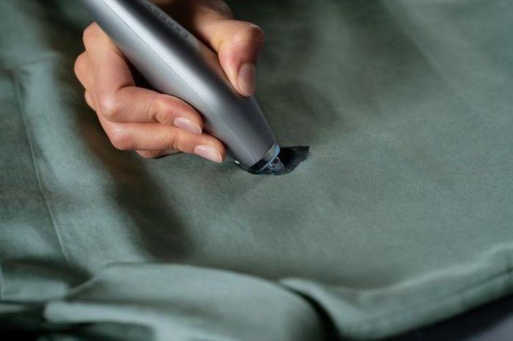 Odstraňovanie škvrny pomocou ultrazvukového pera AEG A4WMSTPN1