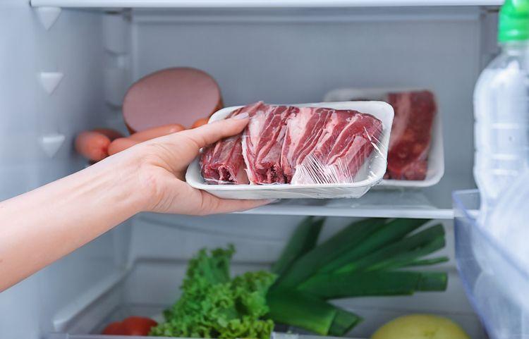 Ako správne skladovať mäso v chladničke