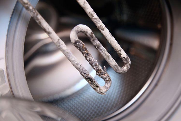 Práčka zanesená vodným kameňom