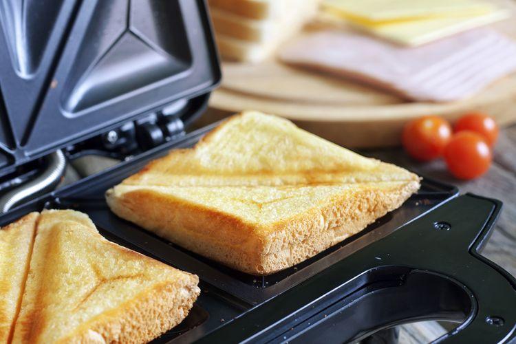 Jednoduchý sendvičovač na prípravu 2 sendvičov