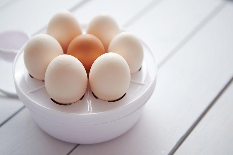 Biely varič vajec na 8 vajíčok