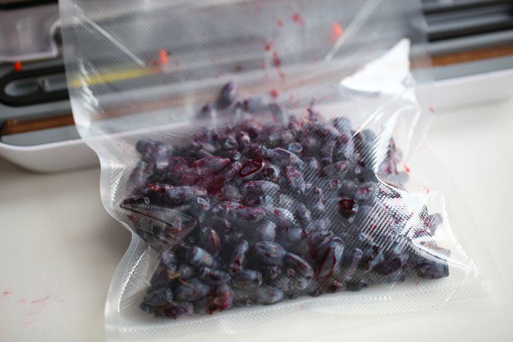 Vákuovanie mäkkého ovocia pomocou vákuovačky fólií