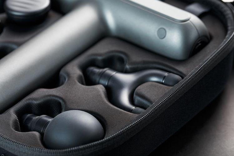 Masážna pištoľ s hlavicami v kufríku