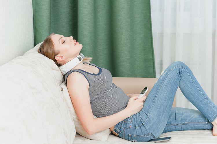 Masážny prístroj na krk