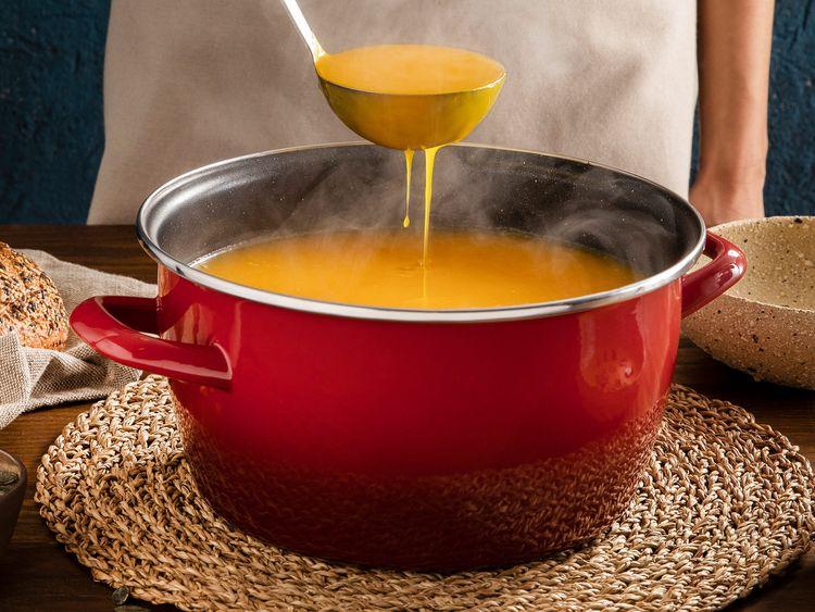 Krémová tekvicová polievka pripravená v hrnci Deliamno FiveStar Legend