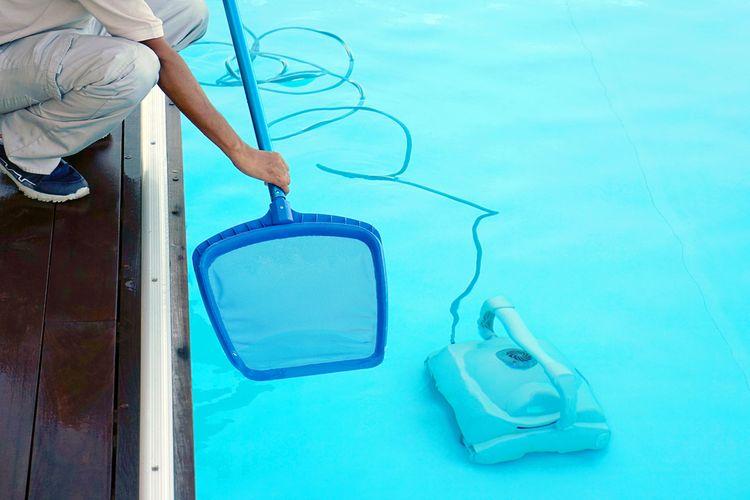 Čistenie bazéna pomocou bazénového vysávača