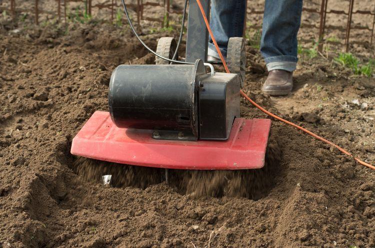 Elektrický kultivátor do menšej záhrady