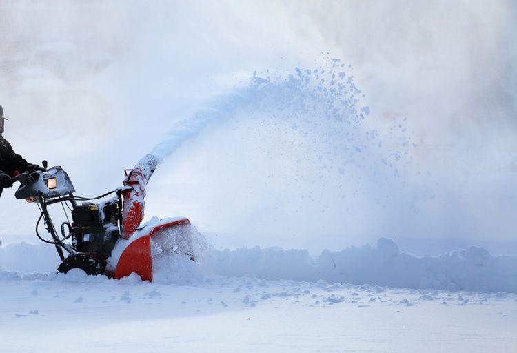 Snehová fréza s vyhadzovacím komínom