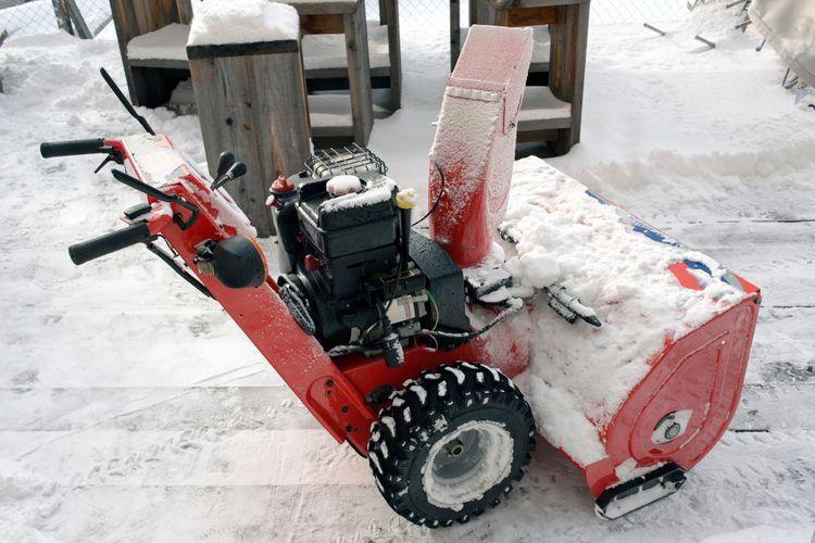 Benzínová snehová fréza