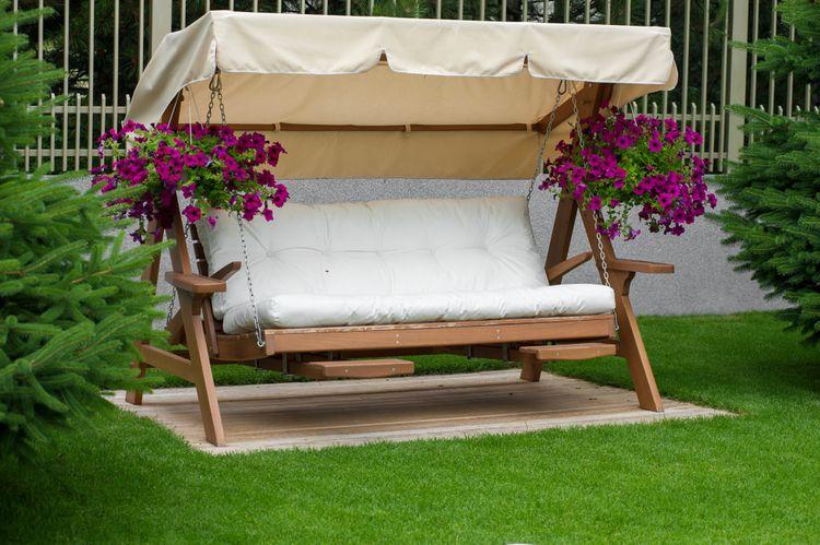 Sedadlo záhradnej hojdačky