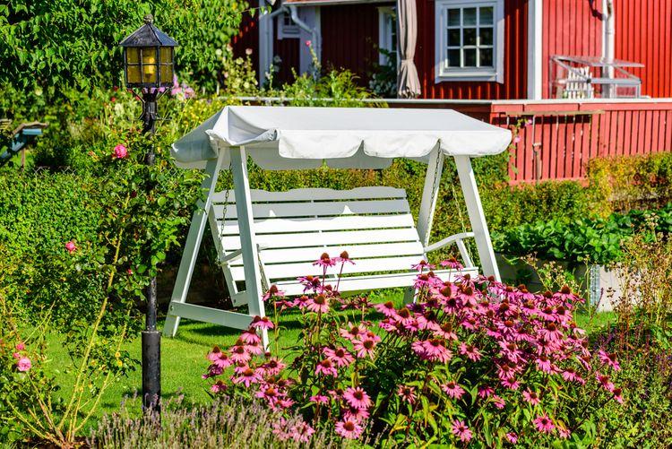 Drevená záhradná hojdačka pre 2 osoby