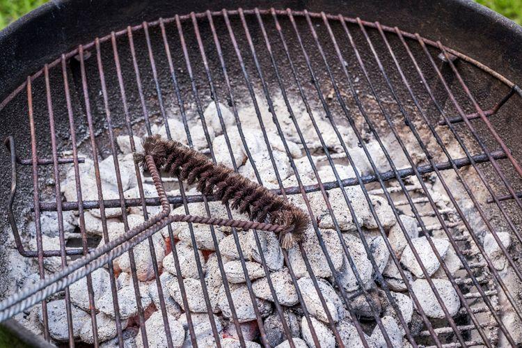 Gril na uhlie – čistenie ohniska