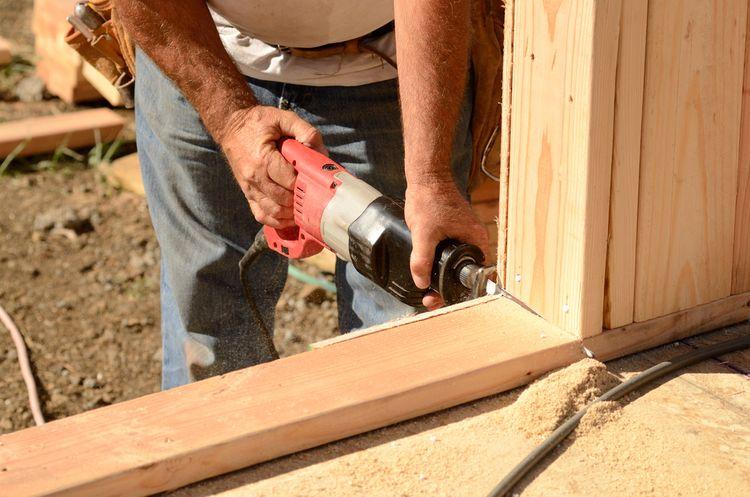 Pílenie dreva pomocou chvostovej píly