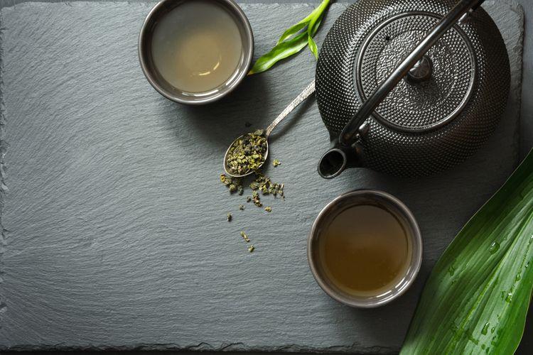 Čierny liatinový čajník