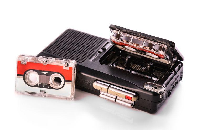 Analógový diktafón s páskou