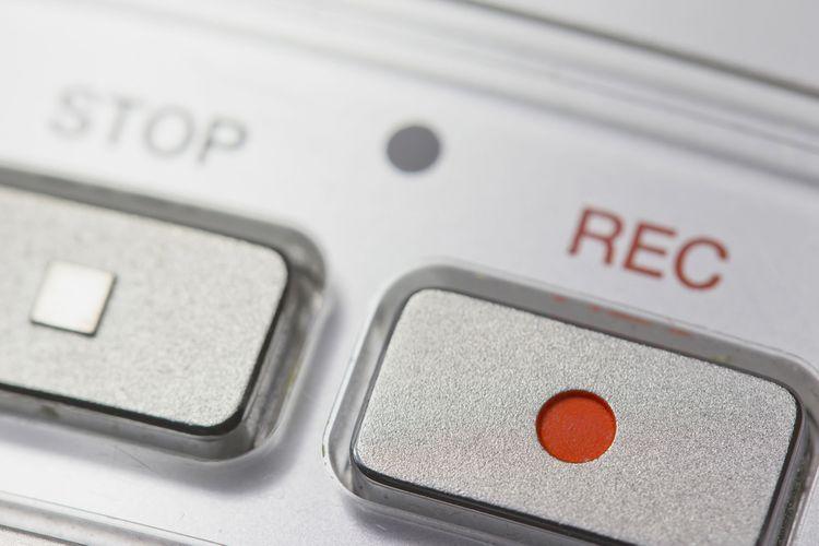 Tlačidlo nahrávania na diktafóne