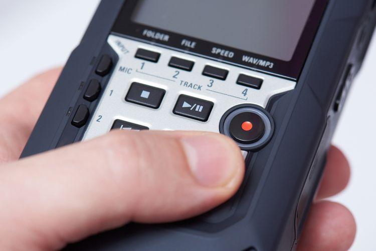 Tlačidlové ovládanie diktafónu