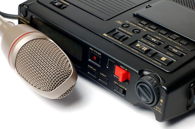 Diktafón s externým mikrofónom