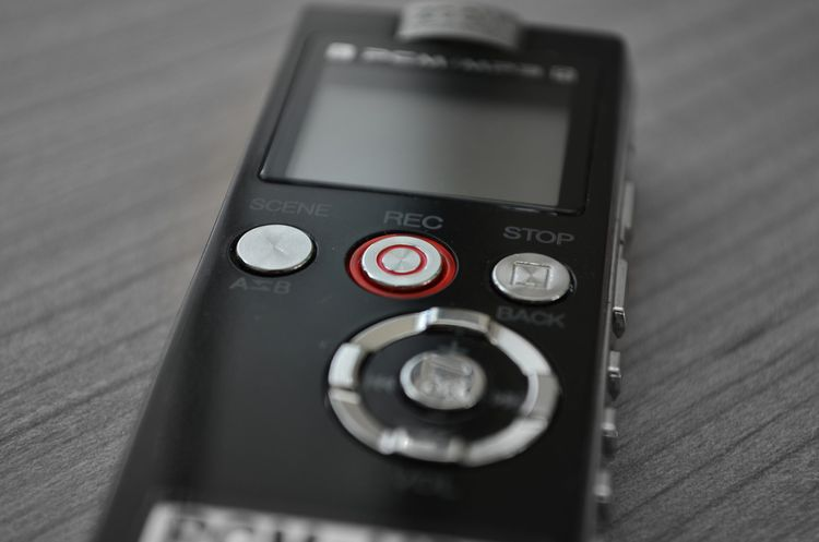 Profesionálny čierny diktafón na kartu