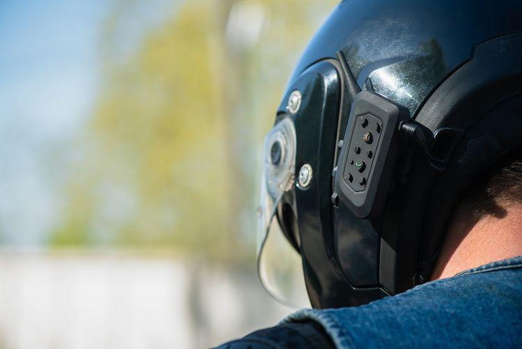 Bluetooth handsfree na prilbu na motorku