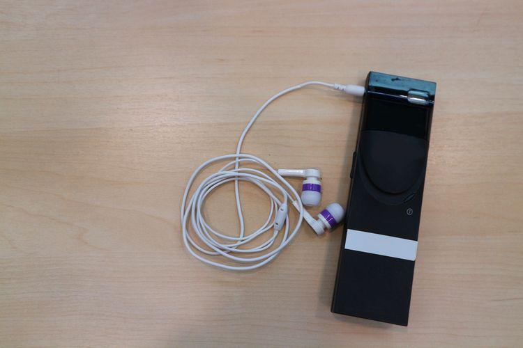 Hlasový prekladač so slúchadlami