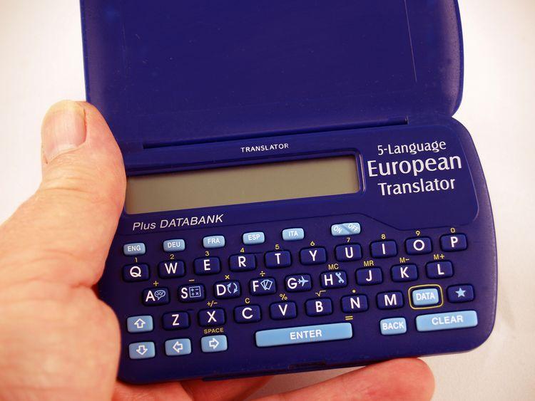 Modrý elektronický prekladač do vrecka