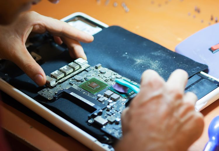 Čistenie procesora v laptope