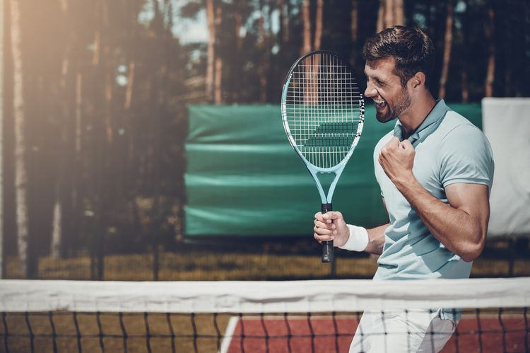 Klasická tenisová raketa