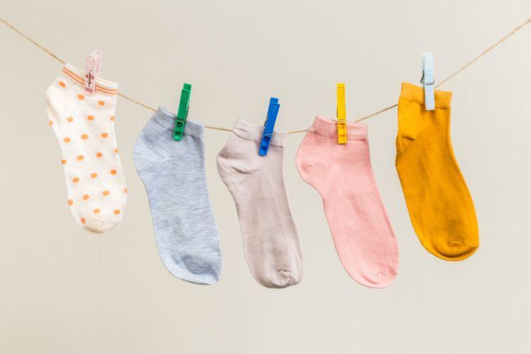 Opraté ponožky zavesené na šnúre