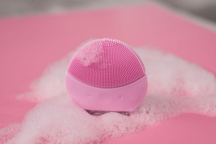 Ružová elektrická čistiaca kefka na tvár