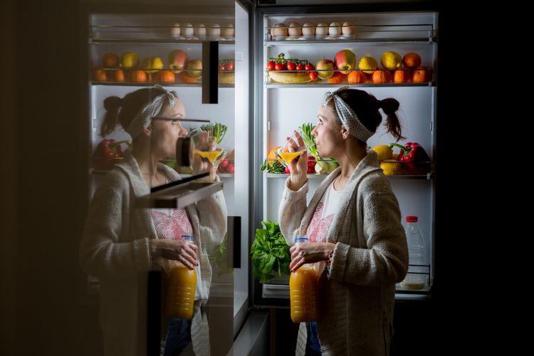 Nočné vyjedanie chladničky