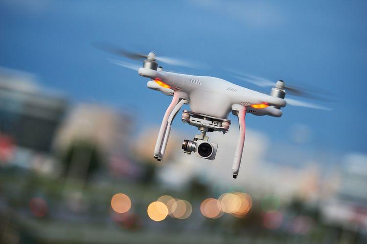 Dron kvadrokoptéra s kamerou