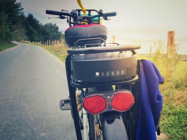 Elektrobicykel s batériou za sedlovkou