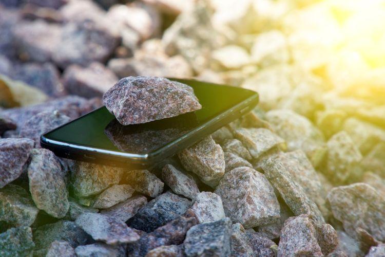 Outdoorový telefón s nerozbitným displejom