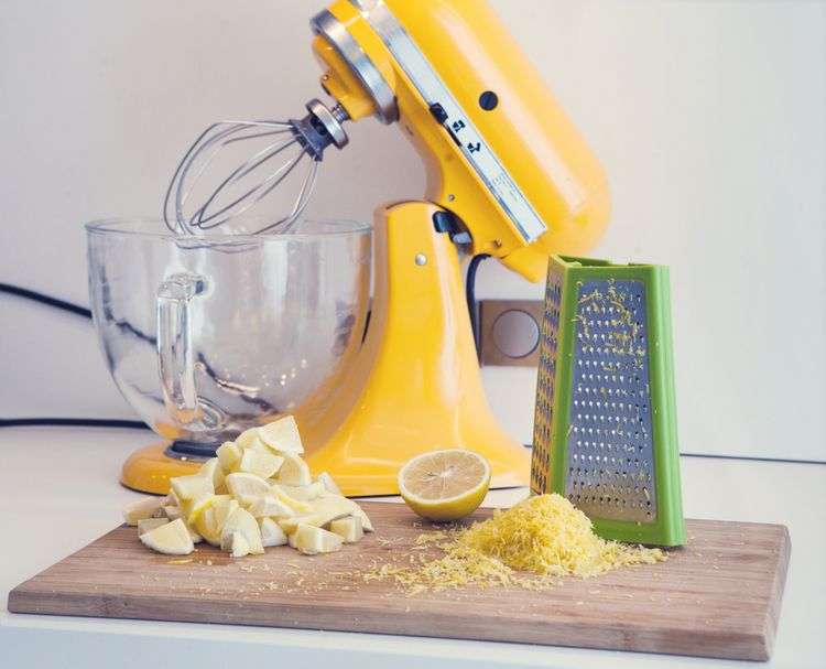 Žltý kuchynský robot