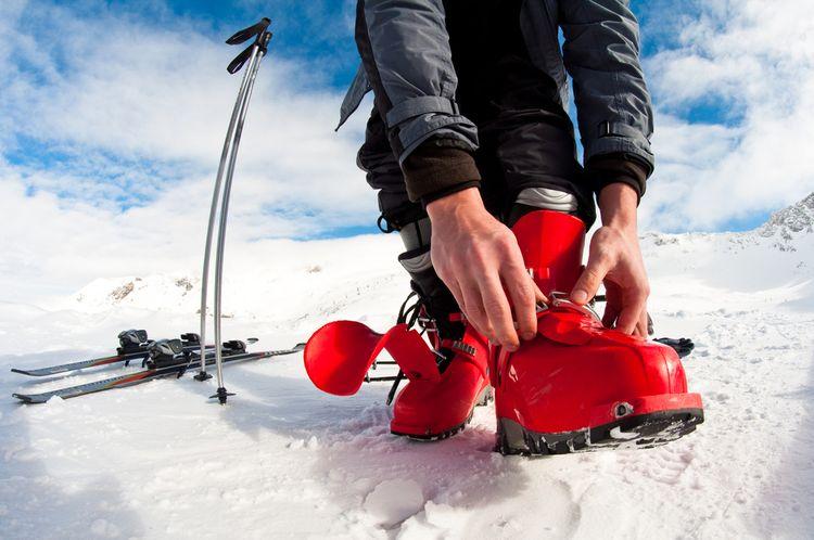 Červené lyžiarky